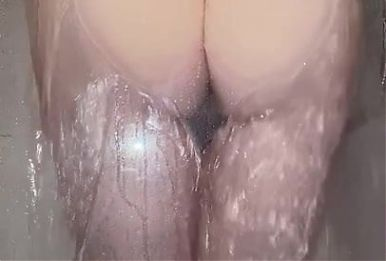 beautiful big ass wife in the shower with bottom on show
